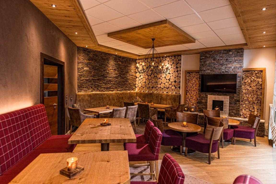 Gemütliche Kamin-Lounge