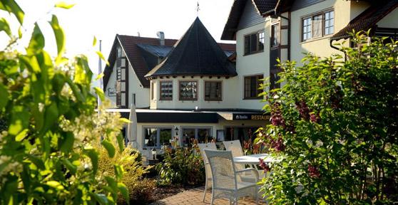 Freund Hotel & Spa Resort - Blick auf das Hotel aus dem Grimmgarten