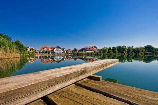 Blick auf das Seehotel Niedernberg