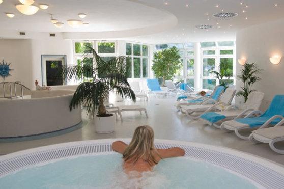 Treschers mit Titisee Wellnessbad & Whirlpool im Saunabereich