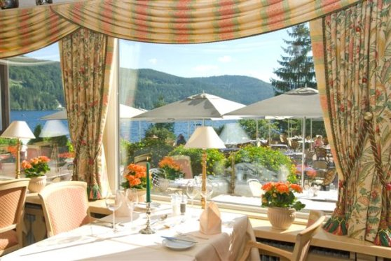 Restaurant Bellevue mit Seeblick