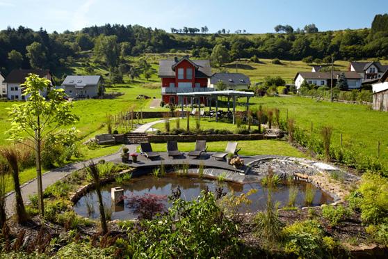 Bildquelle: Naturpurhotel Maarblick Wellnessgarten
