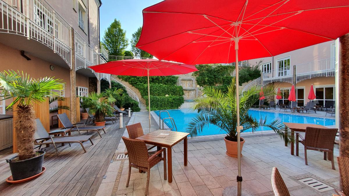 Poolbar-Terrasse Hotel Maximilian