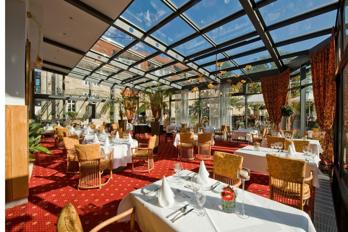 Elegantes Wintergarten-Restaurant