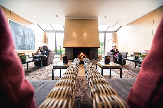 Die Hotelhalle mit Kamin