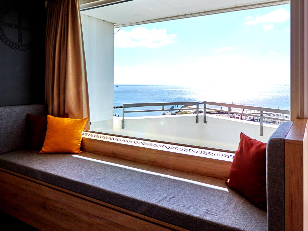 Meerblick von Panoramasitzbank im Superiorzimmer