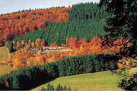 Auch ein beliebtes Hotel für Wanderer - das Waldhaus Ohlenbach im Sauerland