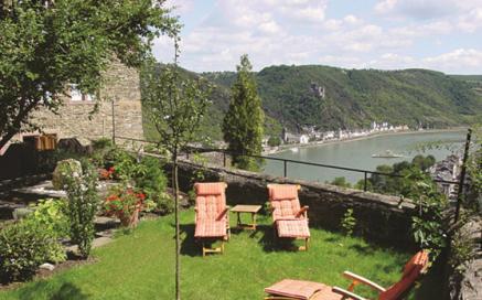 Fastenwandern im UNESCO Welterbe - Blick von Schloss Rheinfels auf das Tal der Loreley