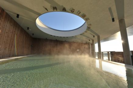 Blick ins Solebecken der Fontane Therme des Resort Mark Brandenburg