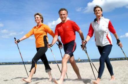 Bildquelle: Nordic Walking am Strand von Damp