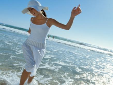 Ungetrübter Sonnenspass am Strand von Damp mit Sonnencreme, Sonnenhut und einer gesunden Portion Kleidung