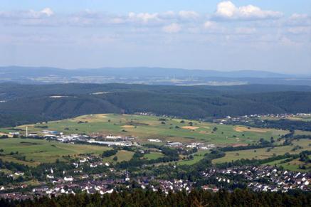 Blick vom Heidekopf auf Hallenberg im Sauerland. In Hallenberg finden Sie das gemütliche Hotel Diedrich.