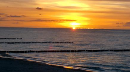 Also mit etwas Glück könnt ihr demnächst den Sonnenuntergang an diesem Strand im Ostseebad Nienhagen genießen