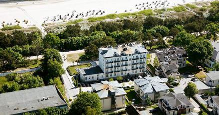 Strandhotel Heringsdorf mit Blick auf das Meer