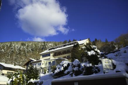 Das winterliche Hotel Rothfuss im Schwarzwald - für mehr Infos zum Hotel einfach auf das Bild klicken