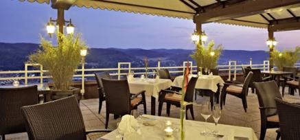 Bildquelle: Blick von der Terrasse vom Göbel's Hotel Rodenberg auf Rotenburg an der Fulda