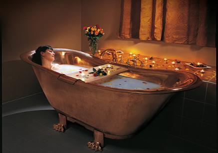 Bildquelle: Entspanntes und stimmungsvolles Wannenbad im Holthusen Bad & Spa in Hamburg