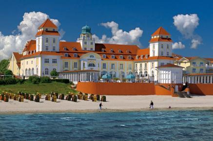 Die letzten Spuren des Winters am Kurhaus Binz auf Rügen