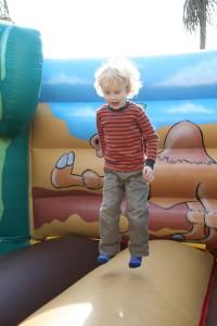 Kinder machen es instinktiv richtig - mit Bewegung lernts sichs besser