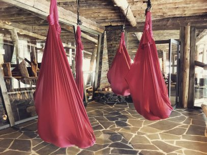Entspannung im Aerial Yoga Tuch