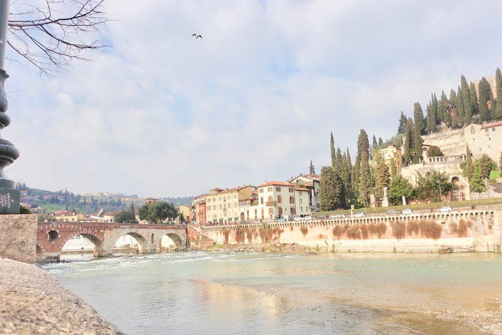 Verona Spaziergang entlang der Etsch