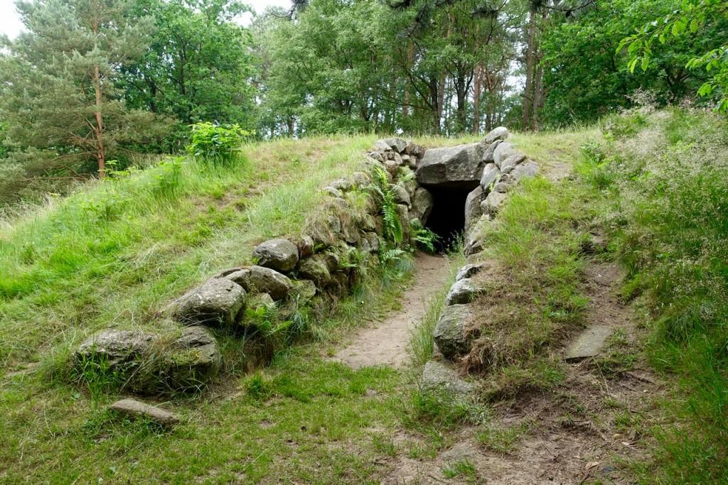 Eingang in ein Großsteingrab