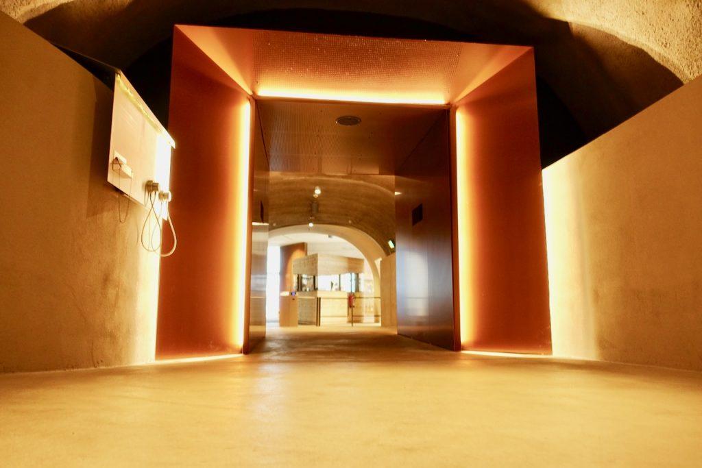 Im Tunnel zum Erlebnisaufzug zur Burg Altena