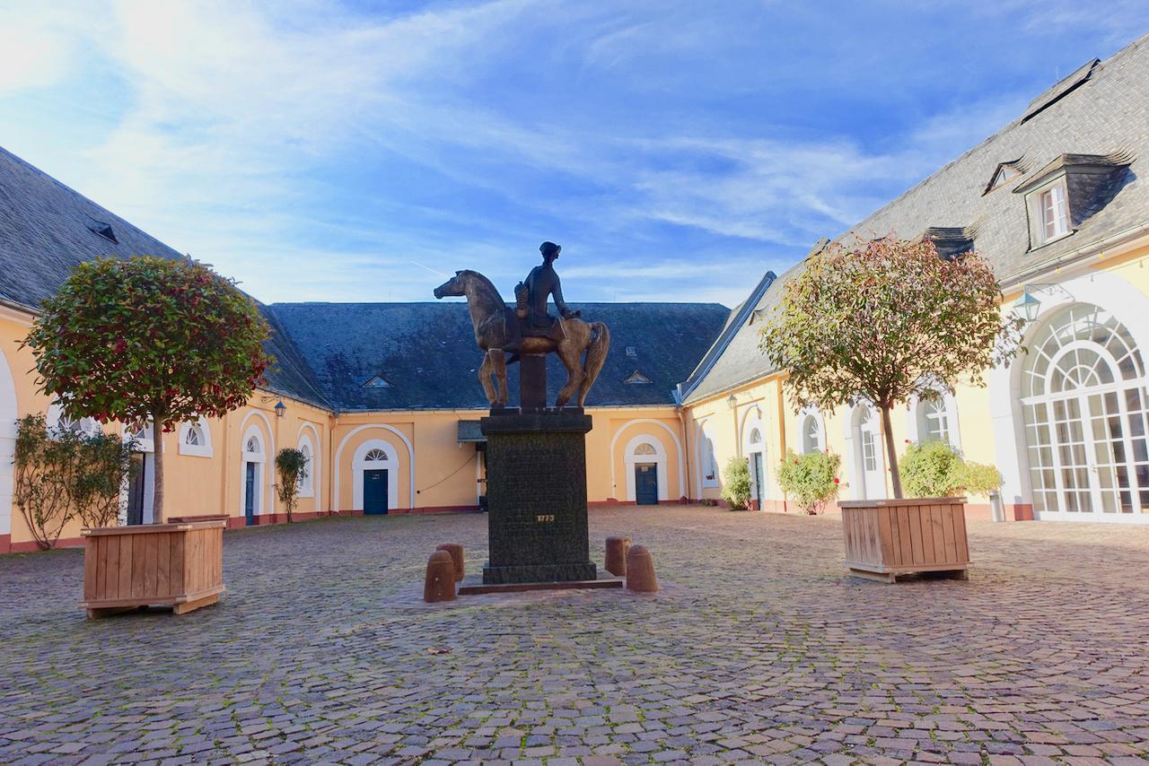 Spaetlese-Reiter Schloss Johannisberg Rheingau