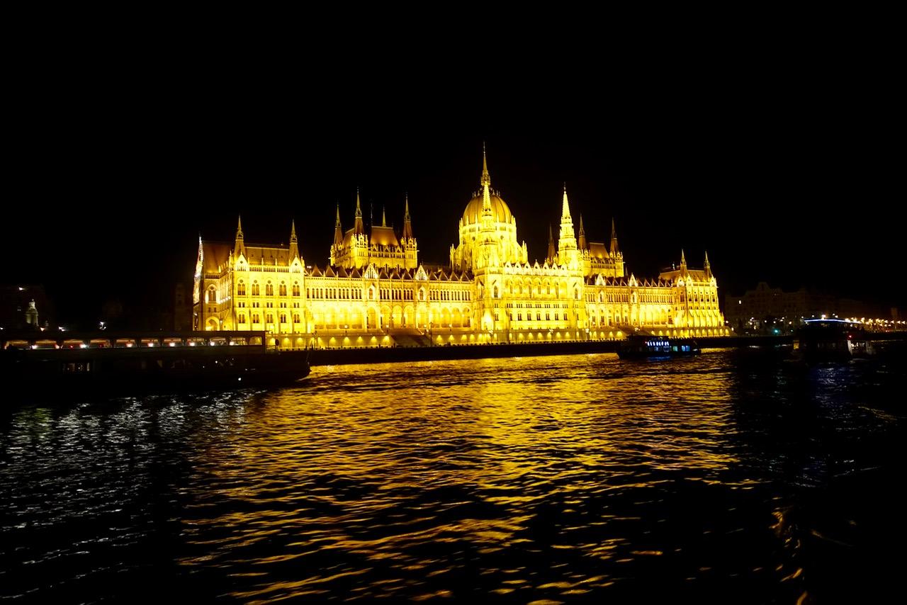 Schifffahrt auf der Donau in Budapest