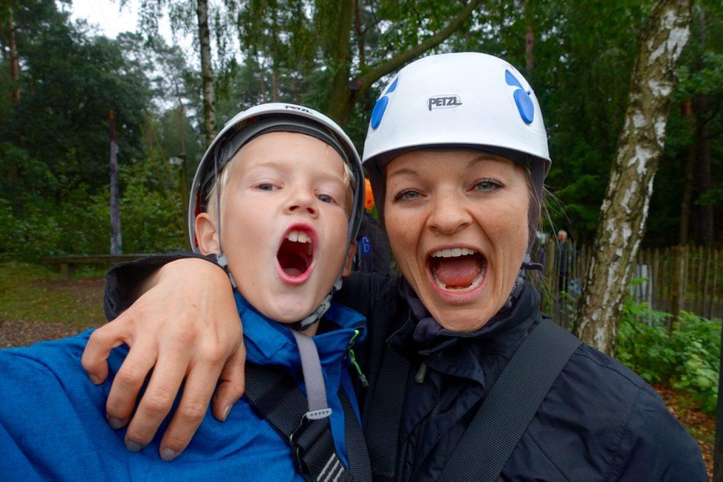 Ja wir schaffen das - Gleich gehts auf den Kletterturm am See im Center Parcs Bispinger Heide