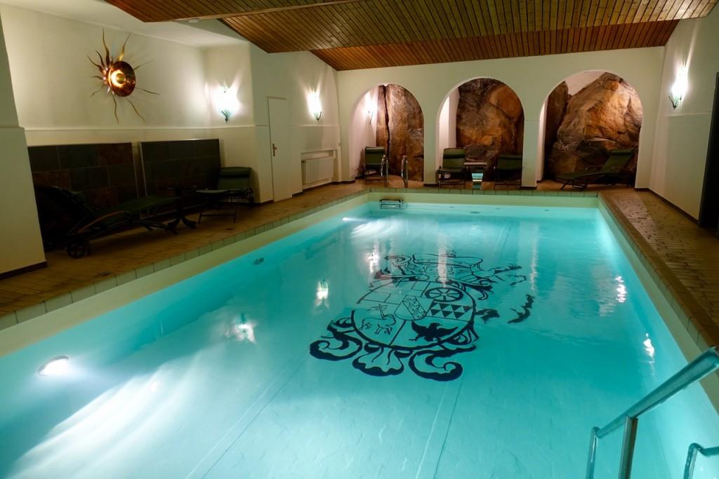 Schwimmbad in den Fels gehauen - Kurfürstliches Amtshaus Dauner Burg