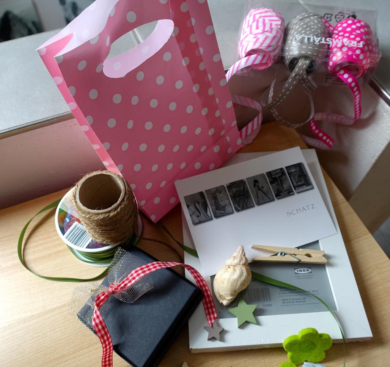 Utensilien zur Geschenk-Gutschein Gestaltung