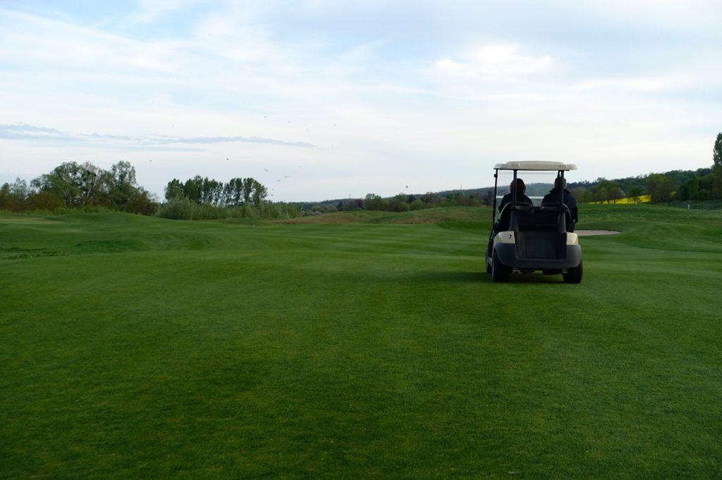 Mit dem Golfcart über den Platz - Golf Resort Zala Springs