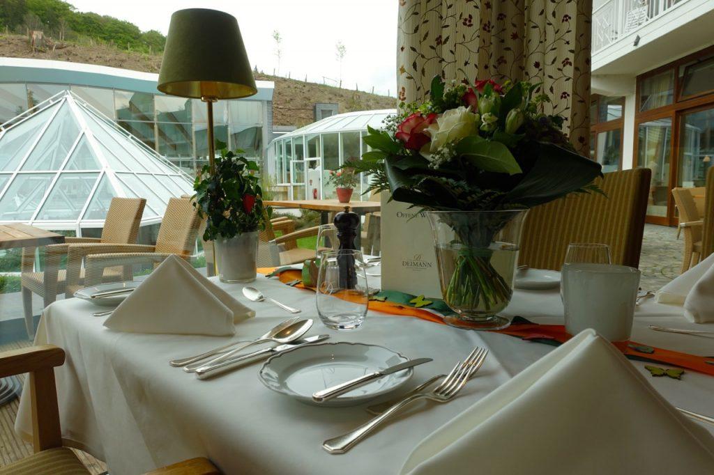 Hotel Deimann Frühstück im Restaurant mit Blick in den Garten