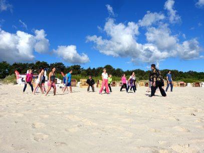 Yoga am Strand von Usedom
