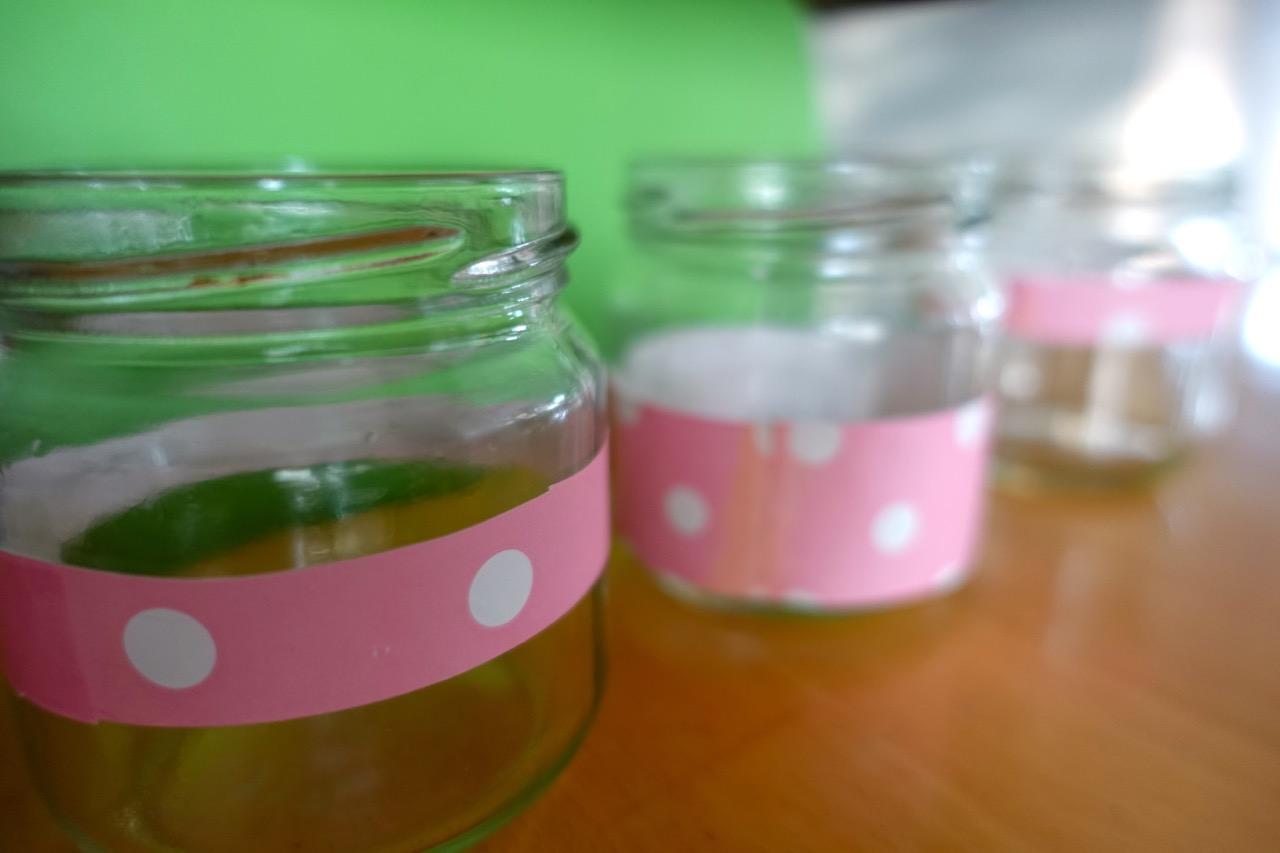 DIY Wellness-Gutschein: Verzierte Gläser