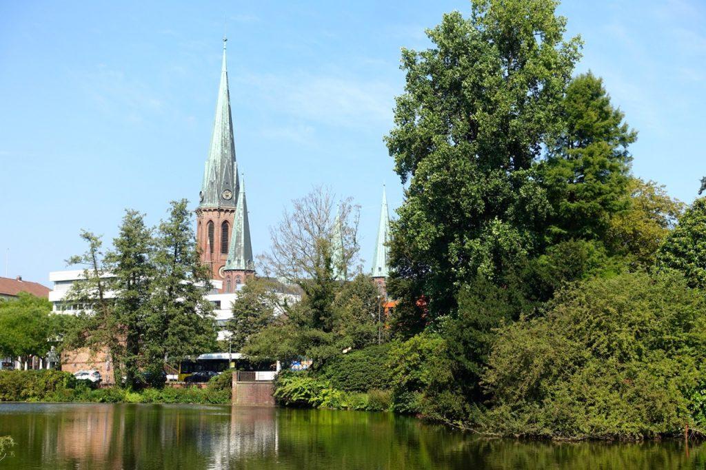 Picknick im Schloßpark mit Blick auf Lambertikirche
