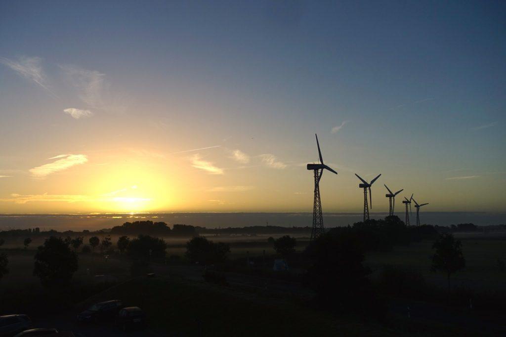 Sonnenaufgang am Festland - gleich gehts los nach Norderney