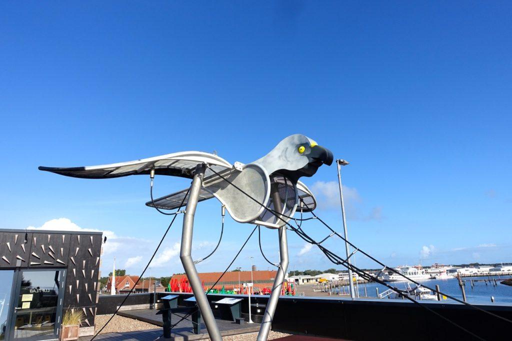 Die große Möwe auf dem Dach der Wattwelten Norderney
