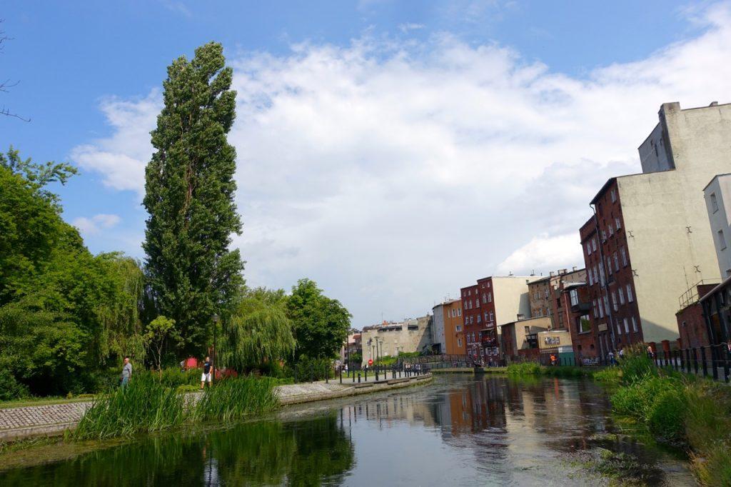 Spaziergang entlang der Muehleninsel Bromberg Polen