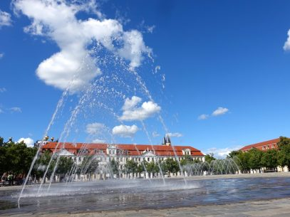 Magdeburg Reisetipps - Wasserspiele mit Landtag von Sachsen-Anhalt