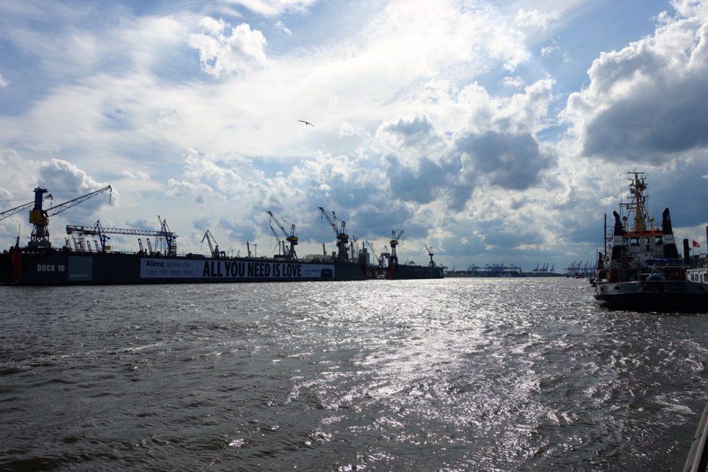 Wandern Hamburg Elbe - Blick auf den Hafen