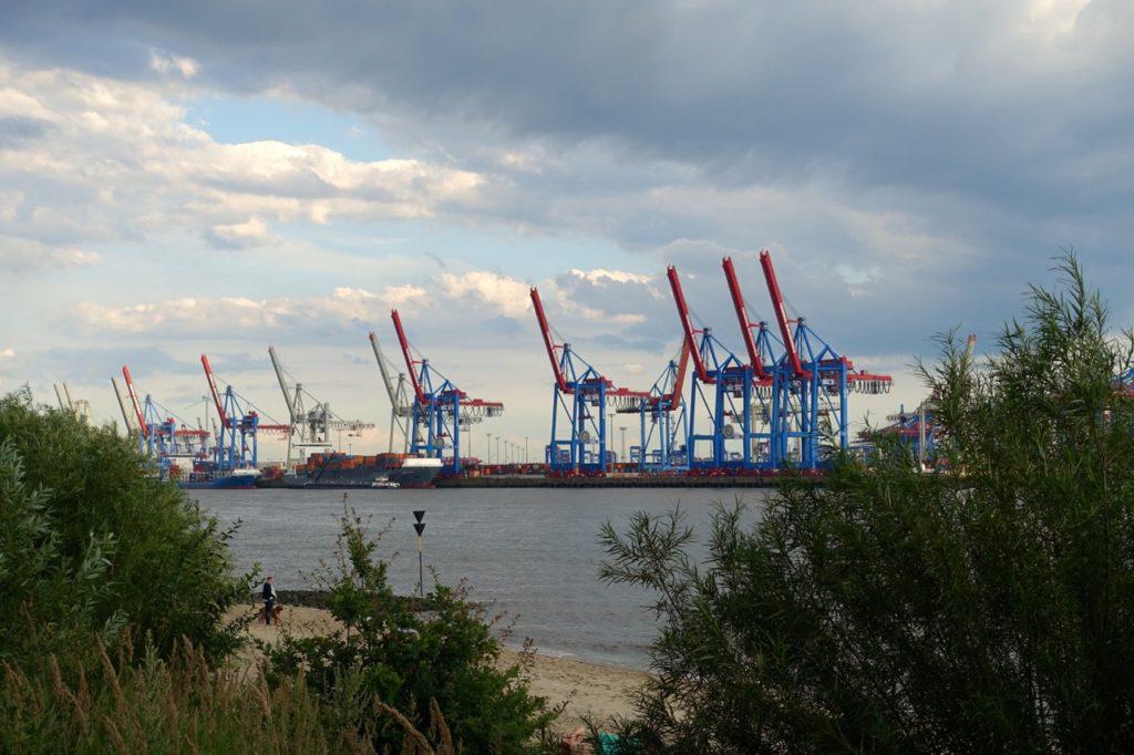 Hamburg: Blick auf die Elbe am Tag