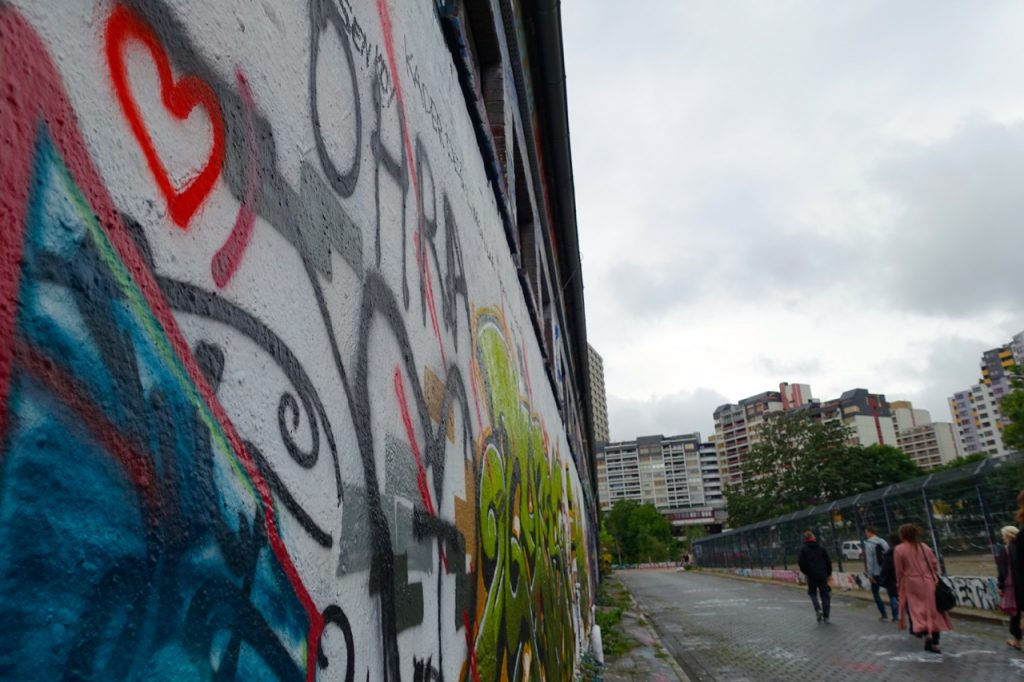 Wolkenspiel und Streetart in Hannover