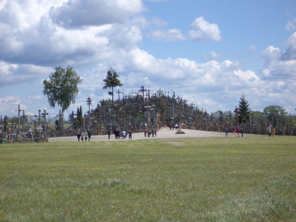 Langsam Reisen und Nachhaltig Reisen durch das Baltikum - Berg der Kreuze Litauen - 2004