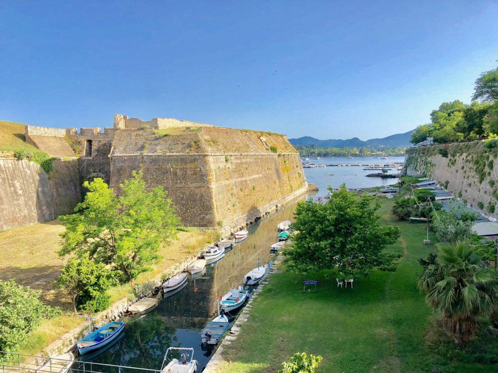Korfu Stadt Strand bei der alten Festung