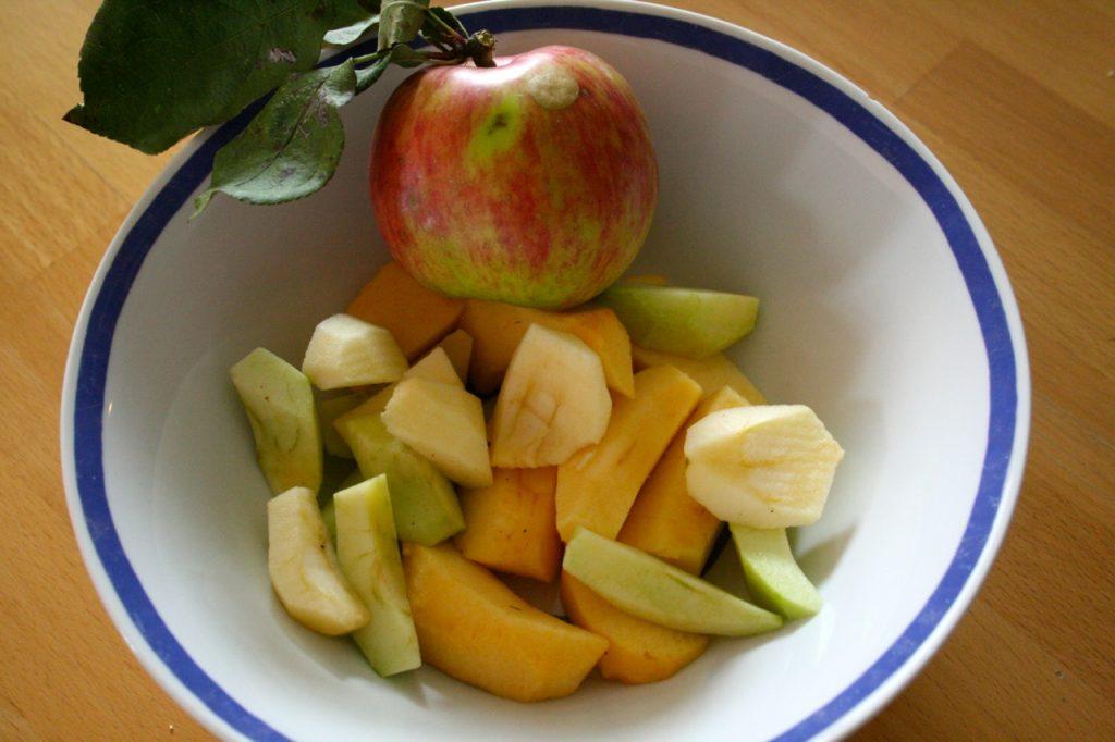 Apfelspalten für leckeres Apfelkuchen Rezept
