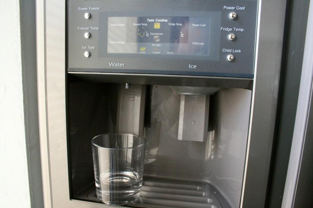 Leitungswasser - gefiltert - aus dem Kühlschrank