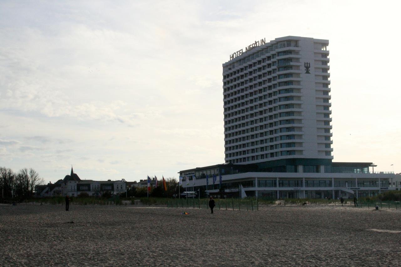 Hotel Neptun am Strand von Warnemünde