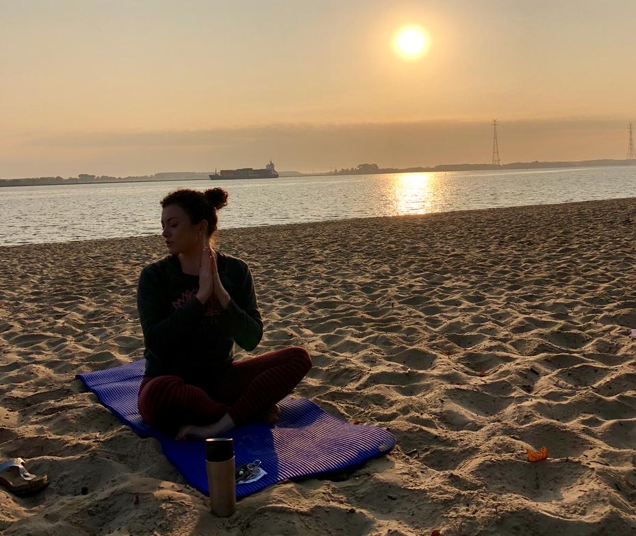 Yoga am Strand in Stade mit Rieke von Karmacouch